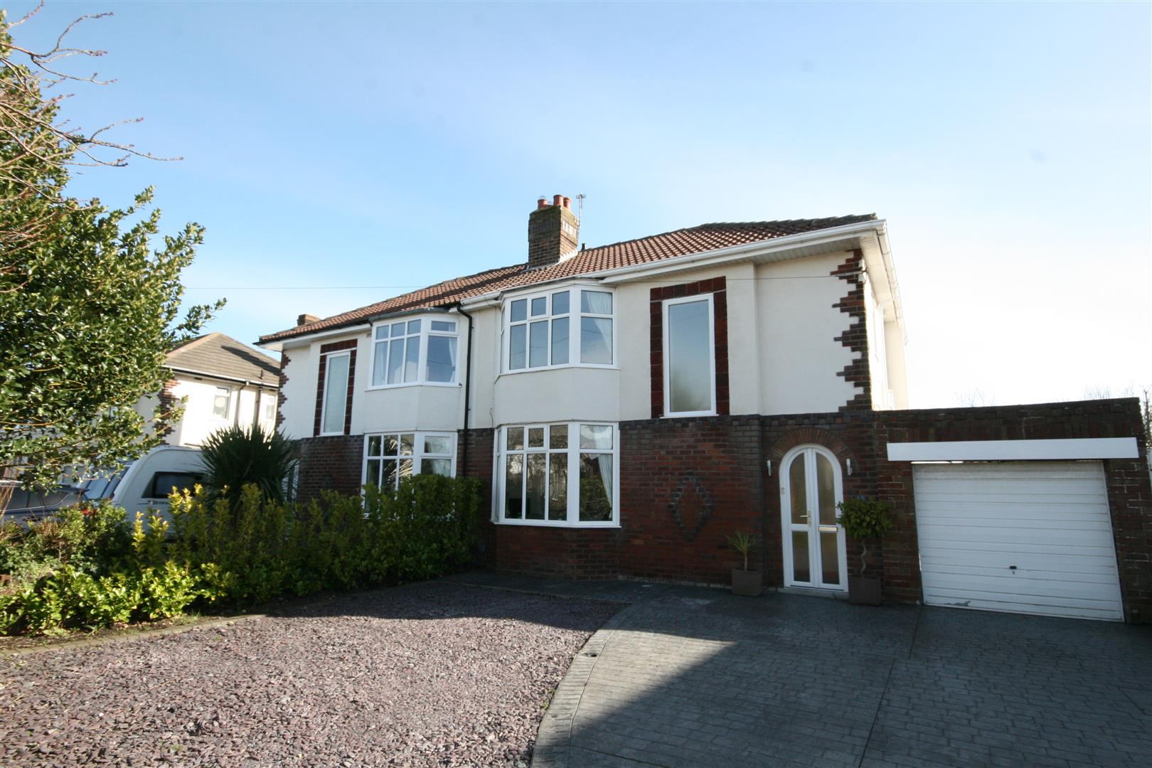 3 Bedrooms Semi Detached House for sale in Lindsay Avenue, Lytham St Annes